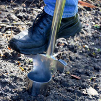 Spear & Jackson Traditional Stainless Long Handle Bulb Planter