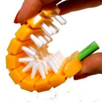 The Carrot' Flexible Scrubbing Brush