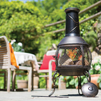 Feel the warmth on a cool evening in the garden with this La Hacienda Leon medium bronze steel chimenea that features a 360 open mesh design that allo