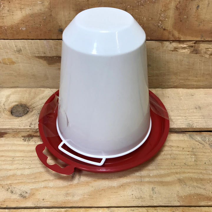 Drinker Red/White Plastic -- 0.75 litre
