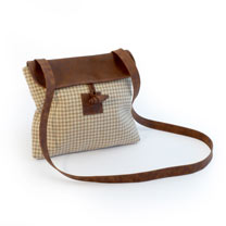 Twool Cross-Body Brown Houndstooth Bag + Au naturel Trigger Hook Lead