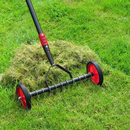 manual rolling spike lawn aerator