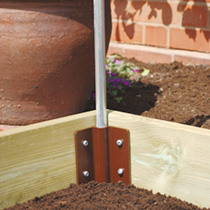A pack of four robust, easy-to-use corner brackets for making your own raised beds, with no more size restrictions. Can be stacked up to 5 levels high